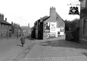 Looking down North Street, with the Plume of Feathers sign on the right 1946