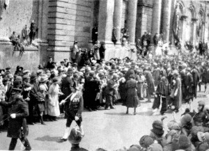 Prince of Wales shares Margarets audience outside the market hall 1927.
