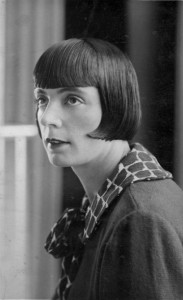 p033-german-helmet-shingle-bob-hairstyle-1927