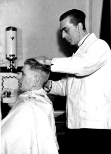 p033-photo-villiers-barbers-1950s