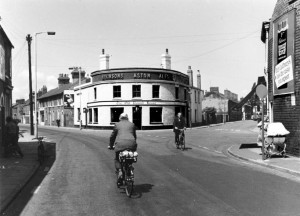 p041-the-roundhouse-pub-coleman-street-1960s